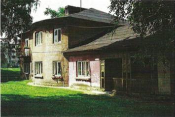 14. Dom oficjalistów dworskich w Zarzeczu, stan z 2002 roku, fot. K. Kopania