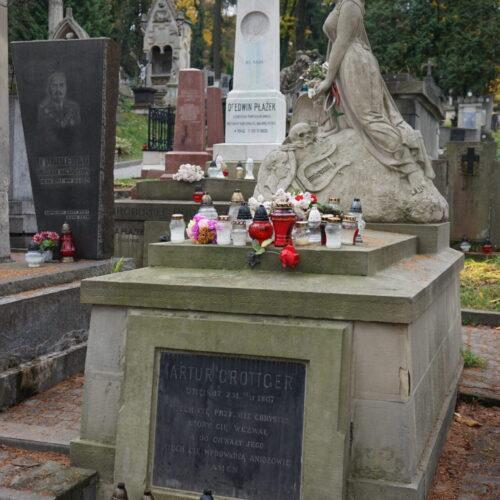 Nagrobek z krucyfiksem ś.p. Edmund Dzieduszycki